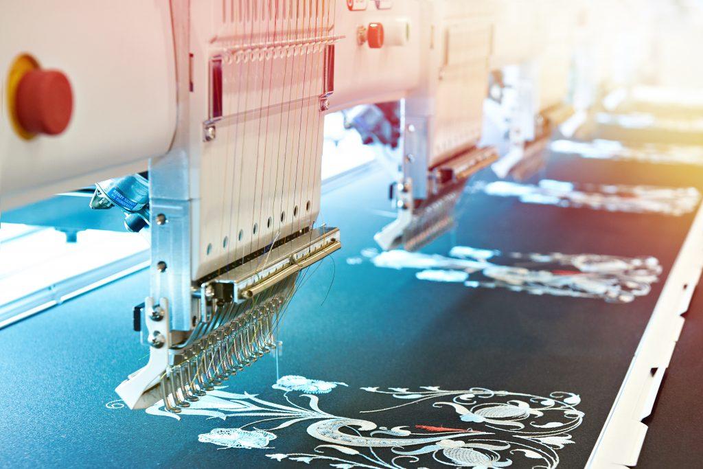 Petten borduren, kleding birduren, werkkleding borduren, borduren vanaf één stuk, online kleding borduren, borduren beste prijs